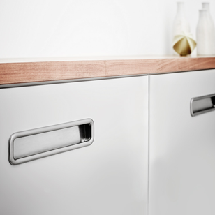 HANDS-On Cabinet Flush Handle - Bright Chrome - 128mm